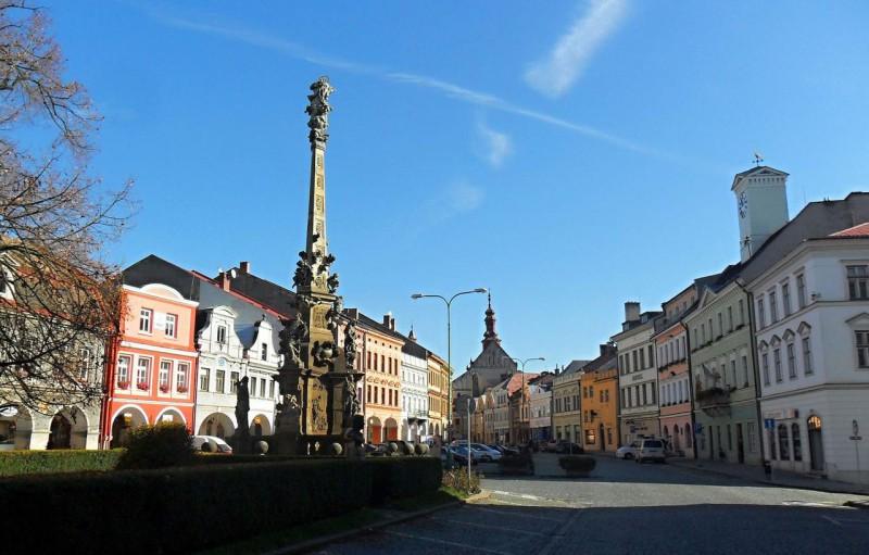 Историческая часть города. Площадь Чешской Армии, барочные и ренессансные дома, чумная колонна.