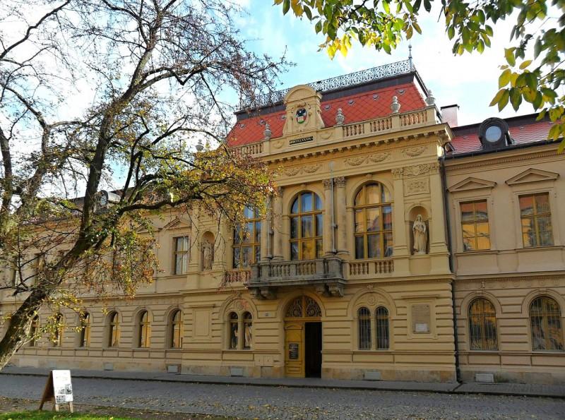 Историческая экспозиция  городского музея в неоренессансной ратуше