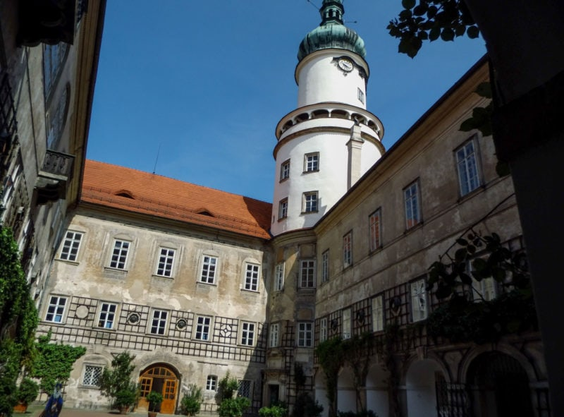 Внутренний двор и башня