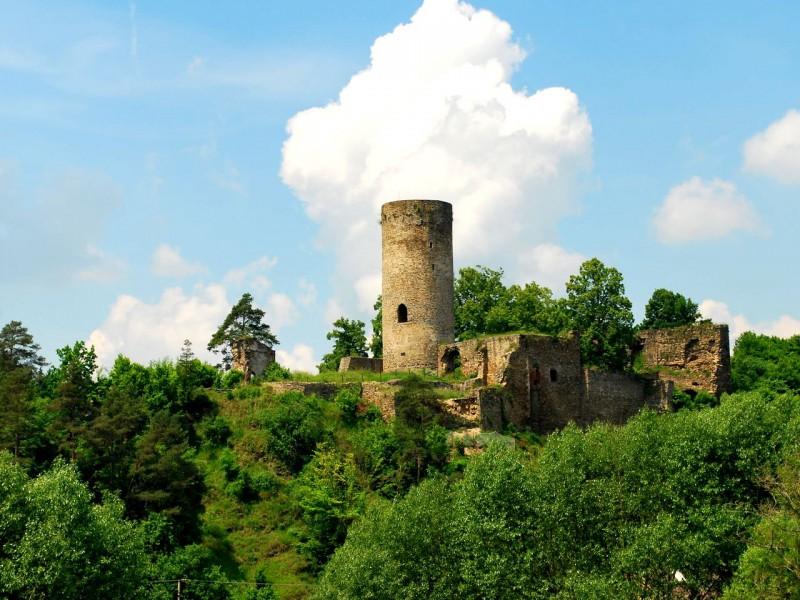 Руины крепости Добронице (Hrad Dobronice)