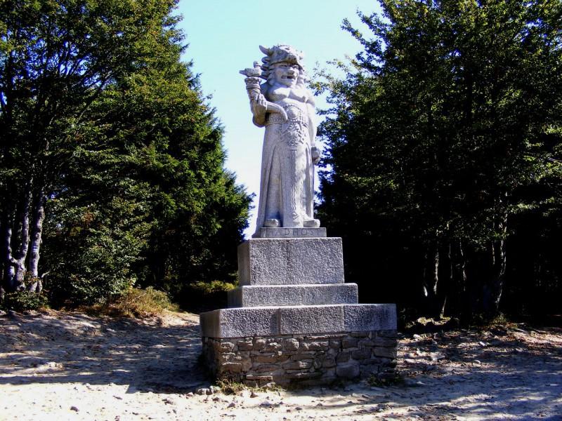 Статуя бога Радегаста