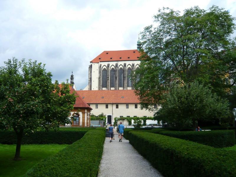 Вид на церковь из Францисканского сада