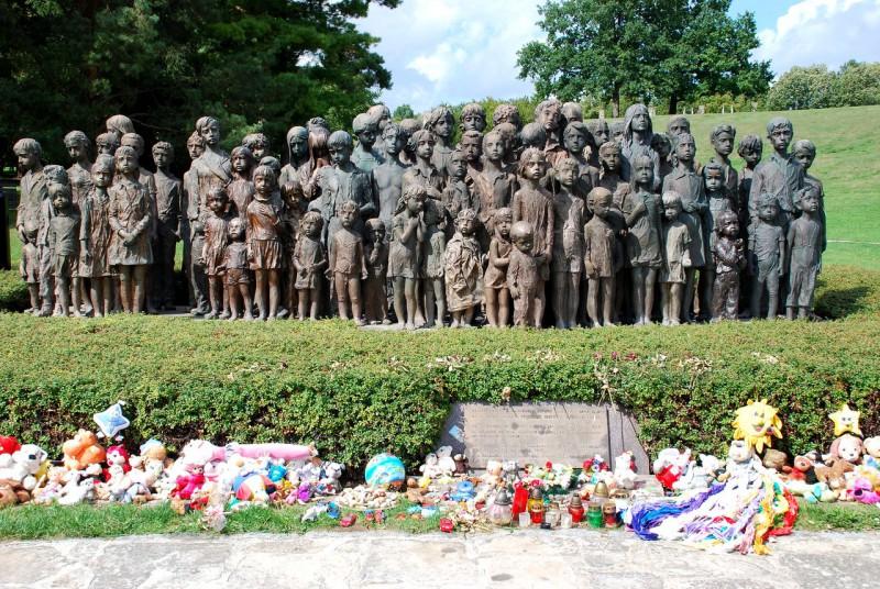 Памятник 82 убитым детям