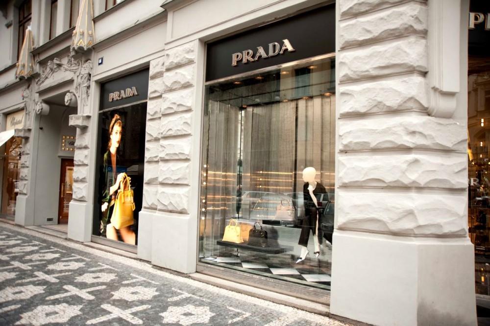 Брендовые магазины на улице Парижской