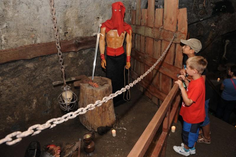 Ужасающие подземелья (Strašidelné podzemí)