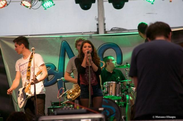 Музыканты дают концерты