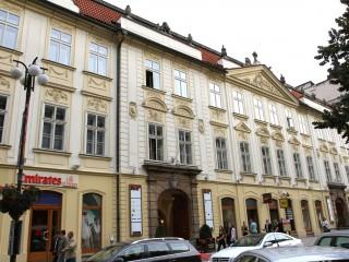 Славянский дом – торгово-развлекательный комплекс в барочном дворце XVIII века