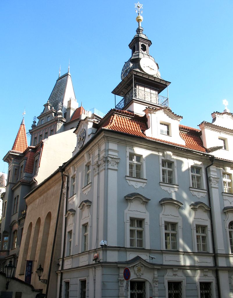 Вид на Еврейскую ратушу со стороны улицы Майзелова