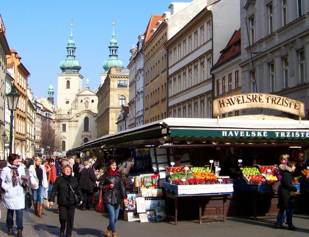 Вид на костёл с Гавельского рынка