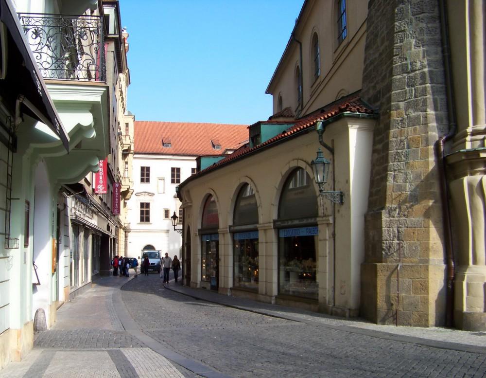 Вид церкви с улицы Havelská