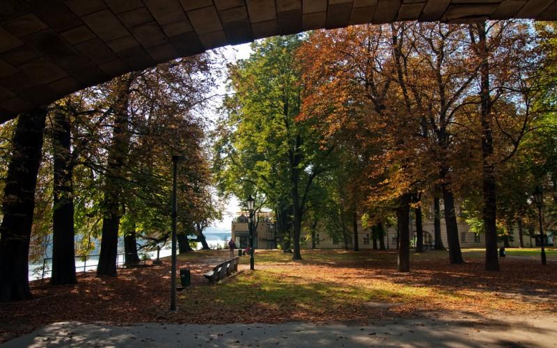 Парк особенно прекрасен в осеннюю пору