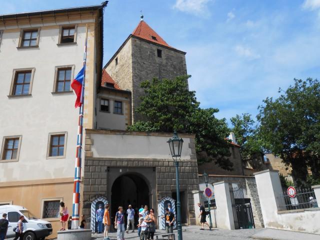 Вход в Пражский град и Чёрная башня