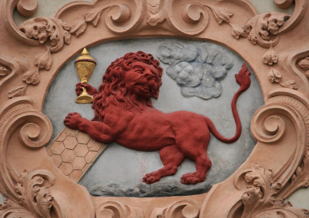 Домовой знак дома У красного льва