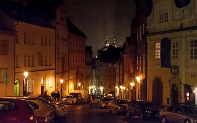 Нерудова улица. Ночь.