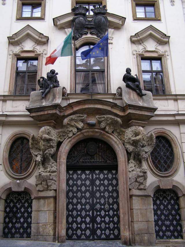 Барочный фасад Тун-Гогенштейнского дворца