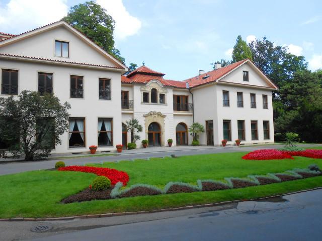 Вилла Эдуарда Бенеша (Benešova vila), южный фасад