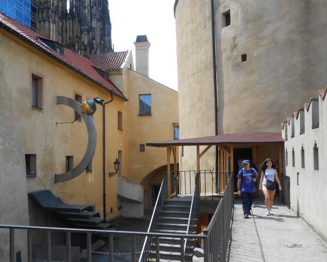 Вход в башню
