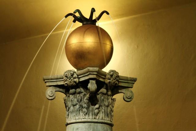 Позолоченный шар с оловянными струйками