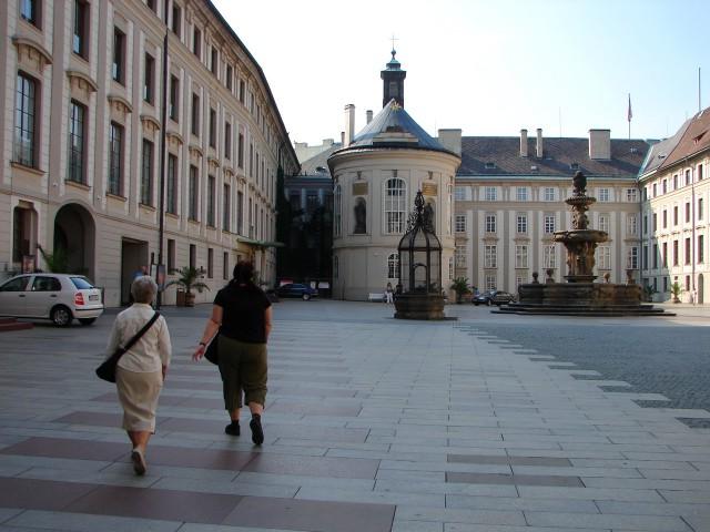 Торжественный зал Ротмайера (Rothmayerův sál) и Часовня святого Креста (Kaple svatého Kříže)