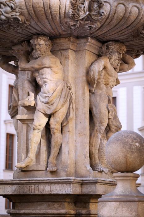 Фигуры древних богов: Меркурия, Вулкана, Нептуна и Геркулеса