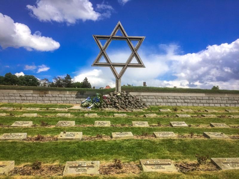Кладбище в Терезине перед бывшим гетто