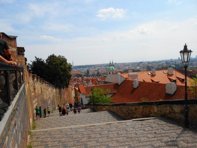 Протяжённость  Замковой лестницы составляет 183 м