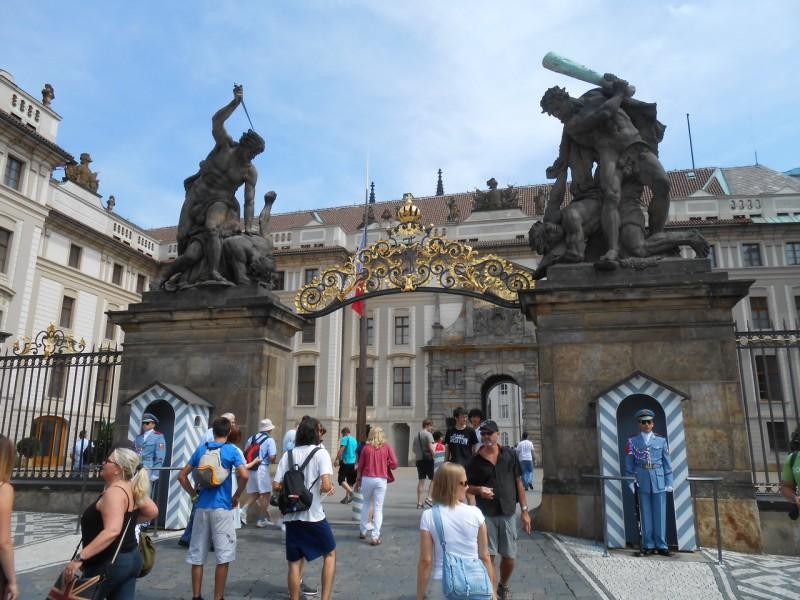 Ворота Гигантов -главный вход в Пражский град