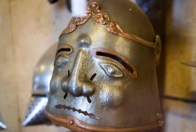 Выставка рыцарского оружия и доспехов