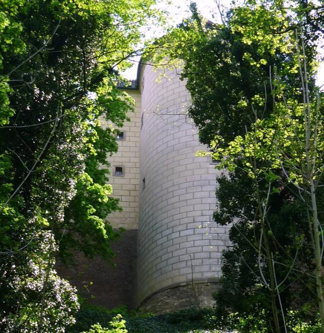 Вид на башню из Оленьева рва