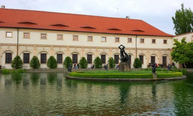 Вальдштейнская школа верховой езды (Valdštejnská jízdárna)