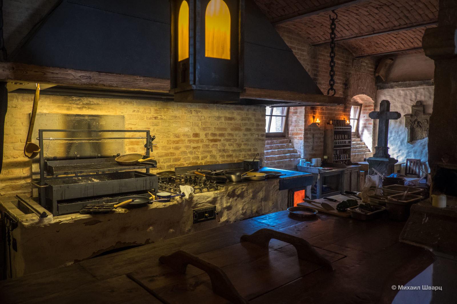 Кухня, где готовится еда