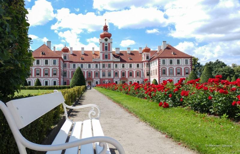 Замок Мнихово-Градиште (Zámek Mnichovo Hradiště)