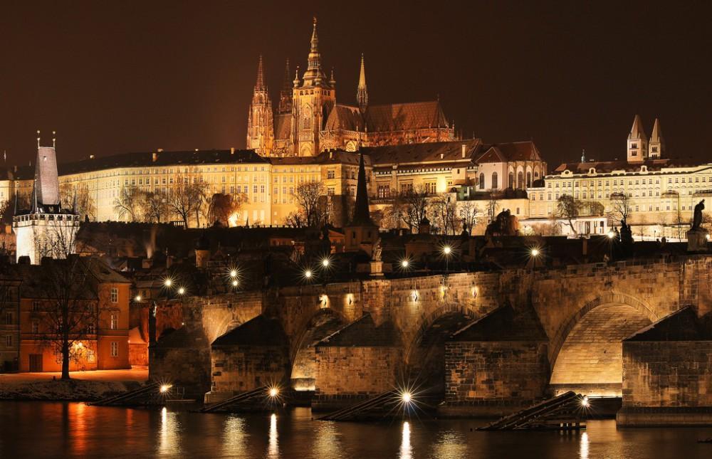 Карлов мост и Пражский град зимой