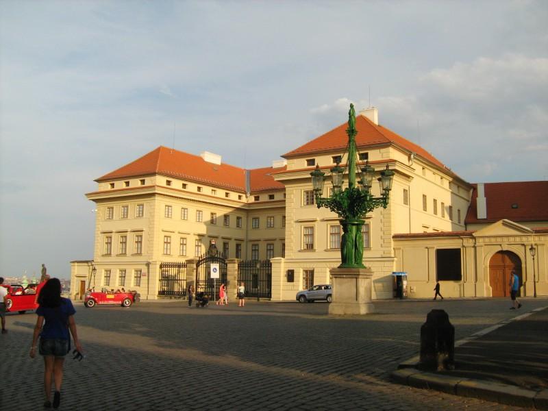 Градчанская площадь и Салмовский дворец