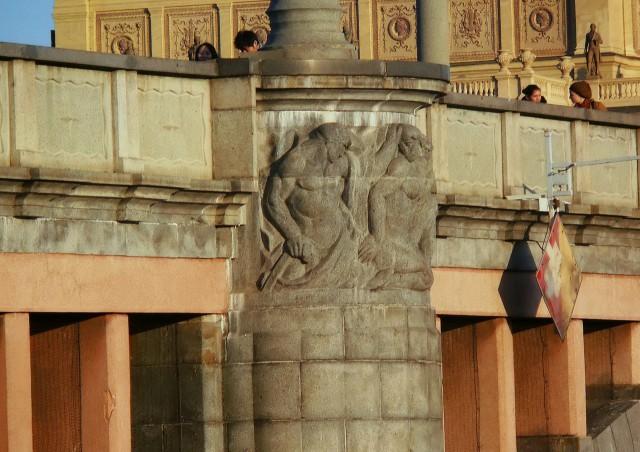 Скульптурное оформления моста