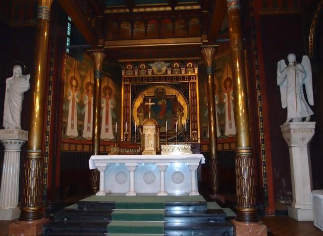 Главный алтарь церкви