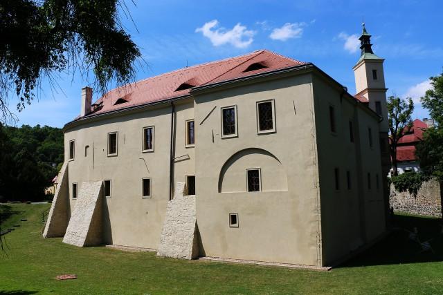 Замок Розтоки (Zámek Roztoky)