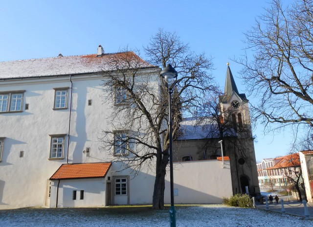 Замок Хвалы зимой