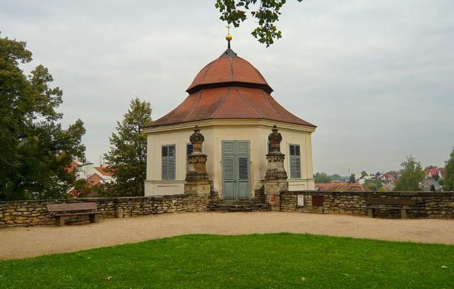 Беседка в парке