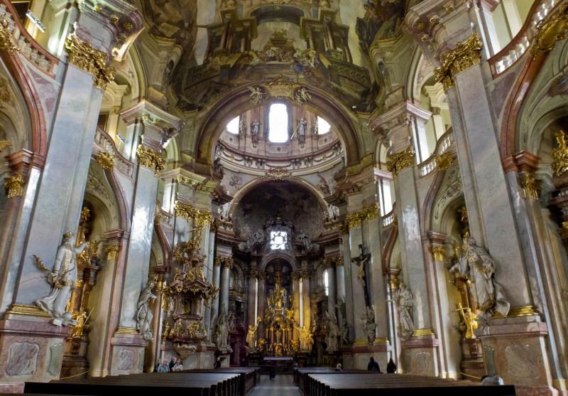 Зал церкви св. Николая