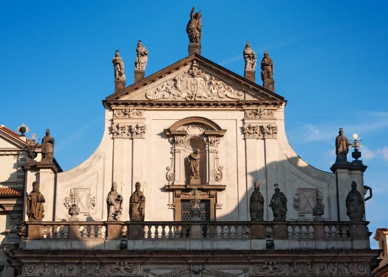 Скульптурное оформление фасада