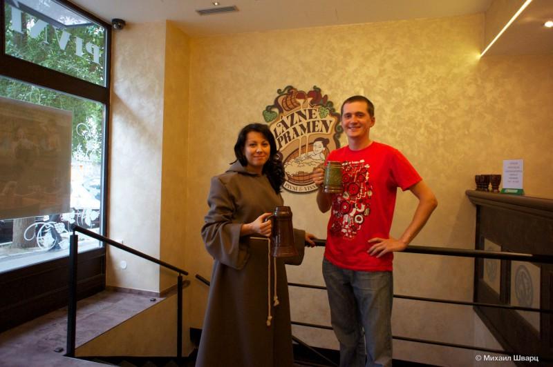 Ольга встретила нас с кружечкой пива