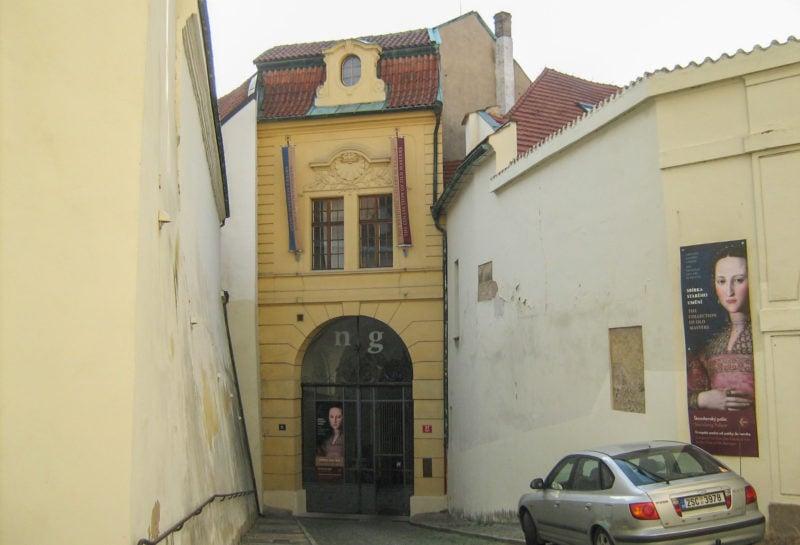 Штернбергский дворец, вход со стороны Градчанской площади