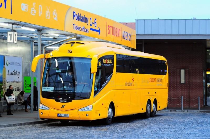 Автобус Student Agency на вокзале Florenc