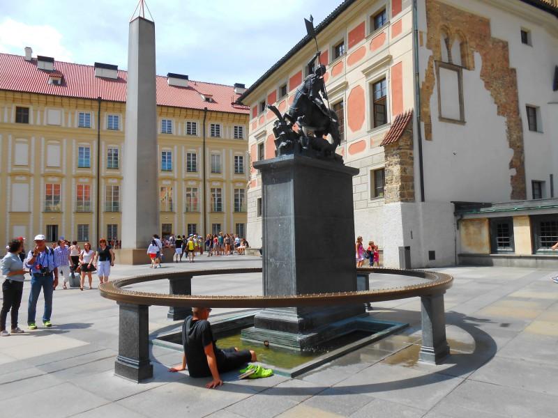 Фонтан со скульптурой св. Йиржи