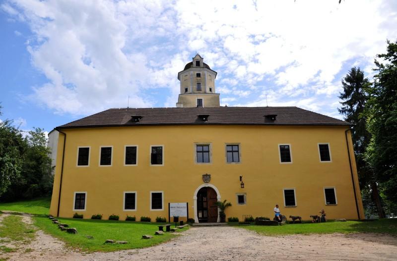 Замок Маленовице