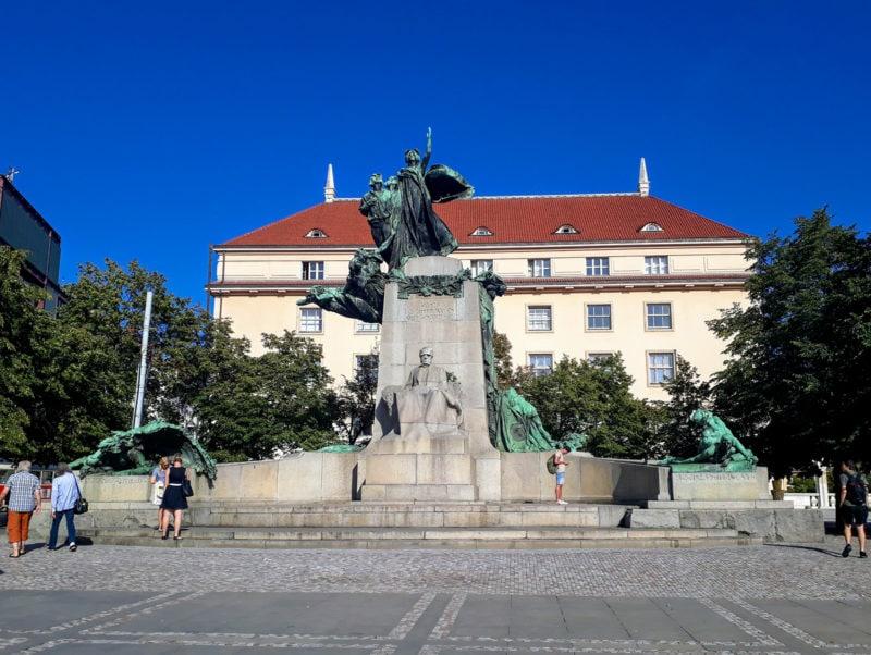 Скульптурная композиция, посвящёеная Франтишеку Палацкому