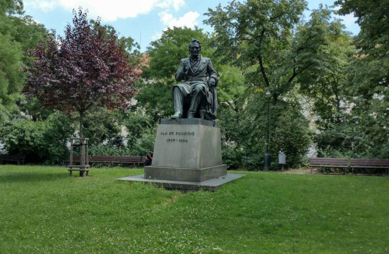 Памятник Яну Эвангелисте Пуркине