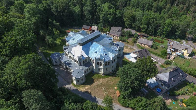 Школа верховой езды в Světce (2-ая по величине в Европе после Испанской школы верховой езды в Вене)