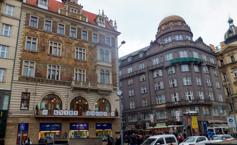 Виеглов дом (Wiehlův dům) и здание бывшего Чешского банка
